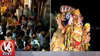 Huge Rush Of Devotees At Khairatabad Ganesh 2018 Idol | Hyderabad