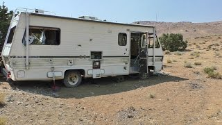 DID THE OWNER DIE HERE? Where Did He Go? Why Did He Leave His RV WAY OUT HERE The Middle Of Nowhere