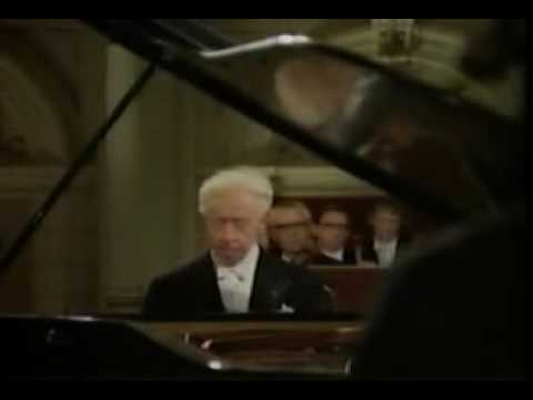 Beethoven Concerto No. 3 Mvt. 1 - Artur Rubinstein (2of2)