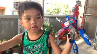 Optimus Prime VS Hurricane(Kid playing transformer toys)