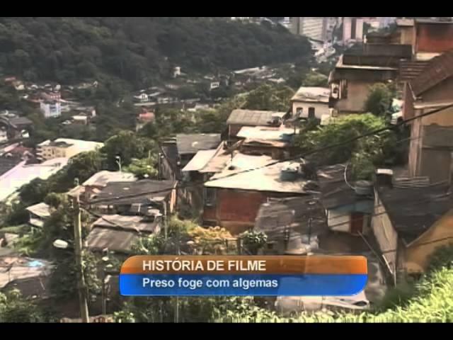 Homem algemado foge de policiais no Rio de Janeiro