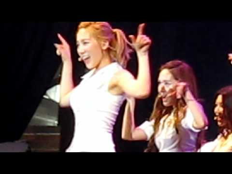 Girls Generation(소녀시대) (SNSD) GEE Twin Tower  Live 2012...