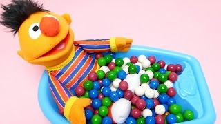 Ernie from Sesame Street - Learn Colors Baby Doll Baby Bath Collection - Teaching English Colours