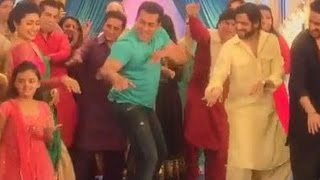 Download Salman Khan's CRAZY Dance With Divyanka Tripathi & Karan Patel | Yeh Hai Mohabbatein 3Gp Mp4