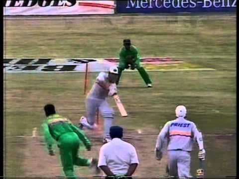 WAQAR YOUNIS clean bowled 'HAT TRICK' vs New Zealand 1994/95 Mandela Trophy