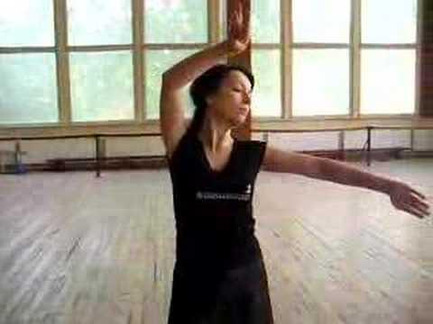 Katarzyna Pakosinska (tańczy gruziński taniec)