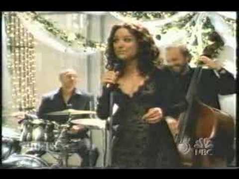 Julia Louis-Dreyfus sings a wedding song. Video