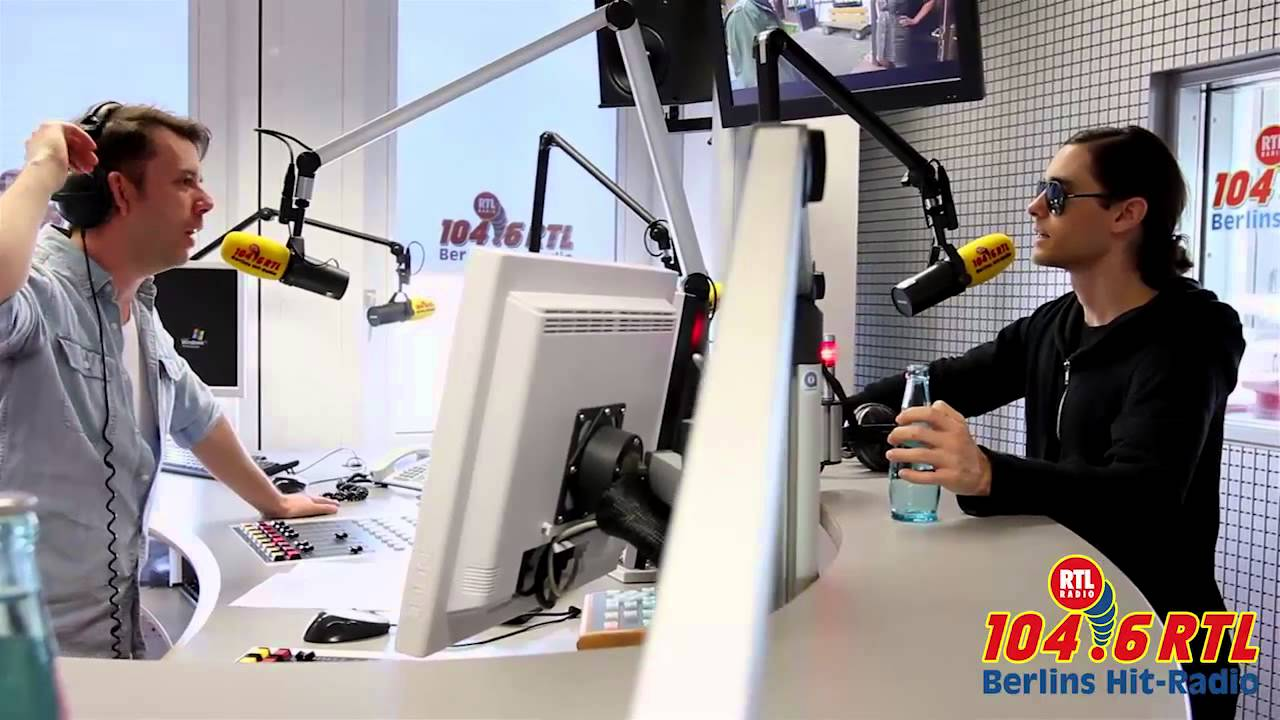 jared leto bei 104 6 rtl 30 seconds to mars interview. Black Bedroom Furniture Sets. Home Design Ideas