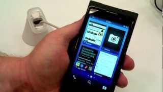 Hands On Demo With BlackBerry 10 Dev Alpha B Device