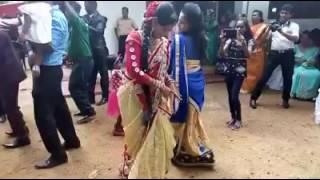 Wedding dance srilanka. funny 😄😄😄