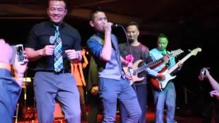 Kub Qav Kaws Vaj duets with A Vang