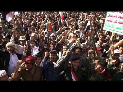 Thousands demonstrate against Saudi-led airstrikes in Yemen