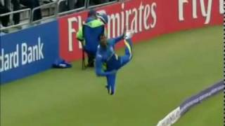 Great Way to  Save Six by Sri Lankan Fielder in Cricket Match