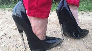"""Versuch 2: Spazieren in extremen High Heel Pumps auf dem unebenen Weg pfennigabsatz 7,25"""" inch 18cm"""