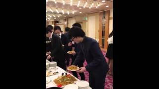 This Guy's Got The Funniest Strategy To A Buffet Ever Seen