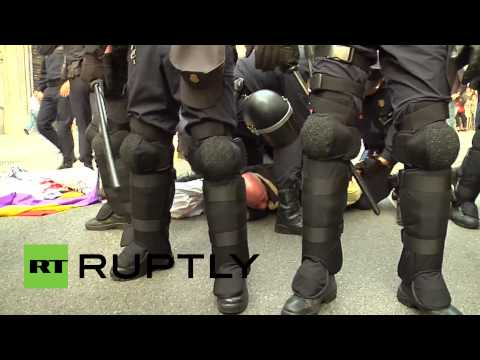 'Republic Again!' Anti-monarchy protesters clash with police in Madrid