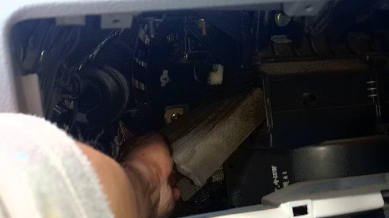 Где находится салонный фильтр у мазды 626