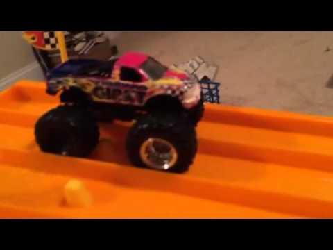 Monster jam Drag racing. (4)
