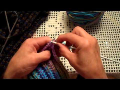 Bonita bufanda tejida en punto falso ingles