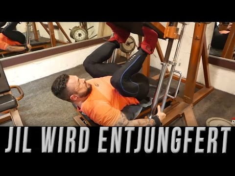 Jil goes Fibo #14 Leg Day Train Vlog Legs Zerstört beim RTL Dreh Bein Training Fitness Vlog