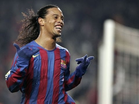 Ronaldinho-Barcelona-Skills And Smile-2011-2012-HD - YouTube