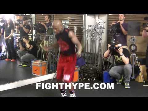 FLOYD MAYWEATHER MAKES CRAZY JUMP ROPE SKILLS LOOK EASY AHEAD OF MARCOS MAIDANA FIGHT