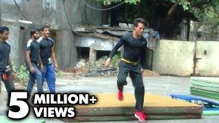 download lagu Tiger Shroff Performs Live Stunts In Mumbai - 'heropanti' gratis