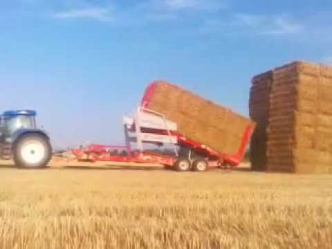 Arcusin Auto Stack New Holland 7550 moving bales