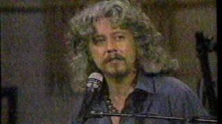 Watch Arlo Guthrie Garden Song video