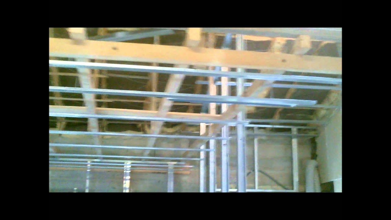 Ossature de doublage avec montants youtube - Ossature plafond rampant ...