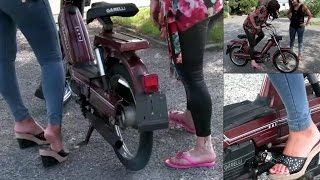 Miss Vicky & Miss Iris having fun with the moped Garelli | Trailer Pedal Pumping