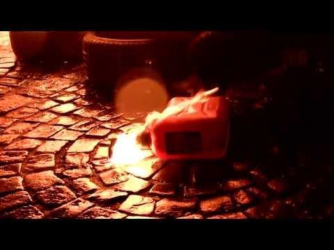 Интернет-газета «Бумага»: ночная акция в поддержку Майдана в центре Петербурга