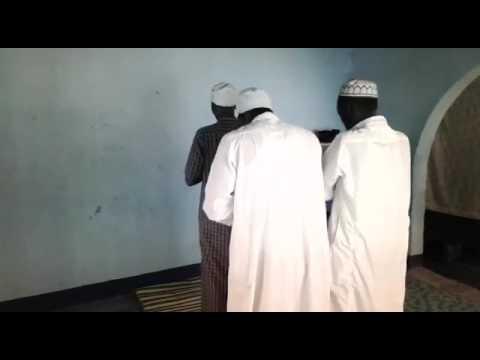 video lucu arab sholat sambil menelpon hp