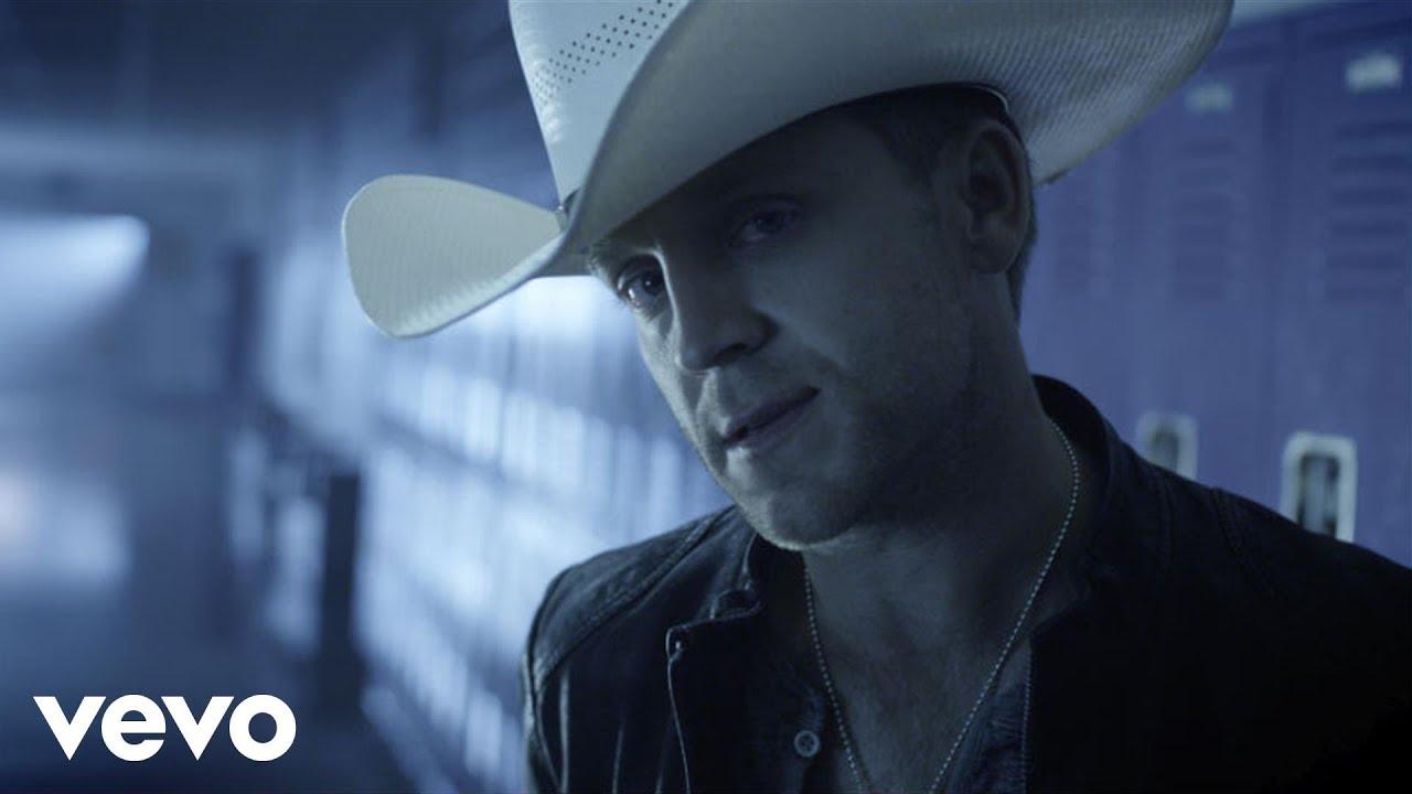 Justin Moore- Lettin' The Night Roll Lyrics