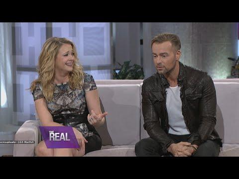 Melissa & Joey Talk Sex Scenes & Pet Peeves video