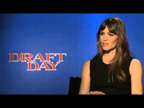 Jennifer Garner interview   actress says 'Draft Day' is a 'chick flick' Video