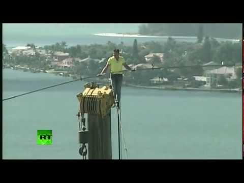 Caminando en la cuerda floja a 60 metros de altura