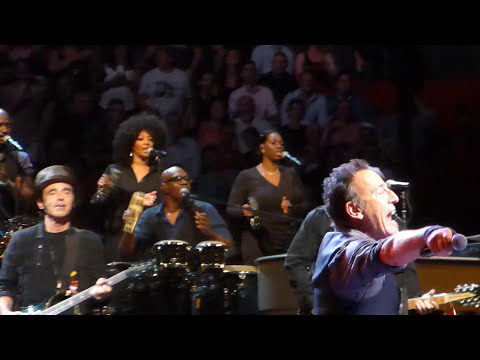 Bruce Springsteen - Friday On My Mind (Easybeats cover) - Sydney 19 February 2014
