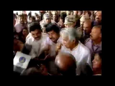 Oommen Chandy welcomes Indian nurses freed from Iraq as they walk out of Kochi airport