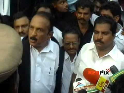 Anti - CHOGM protest - Vaiko had a tough time with Madurai Police -- Red Pix