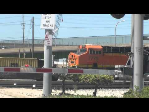 BNSF Stack Train Reverses Into Port - 8/29/2015