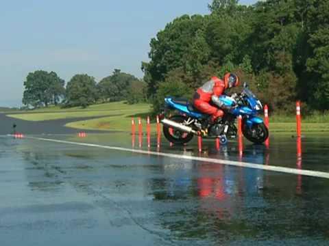 Торможения на мокрой дороге мотоцикла с АБС