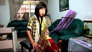 Katrina's sax show03