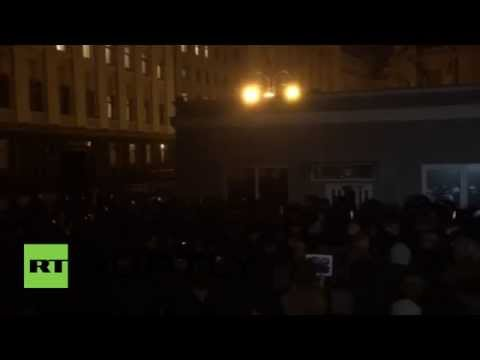 Ukraine: Kiev protesters 'attempt to storm' Presidential building
