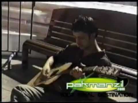 Atif Aslam - Mesmerizing Aadat Unplugged Session (Pakmanzil....