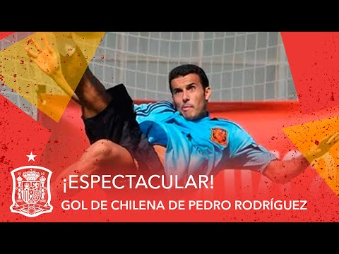 Espectacular gol de chilena de Pedro Rodríguez en el entrenamiento de la Selección española