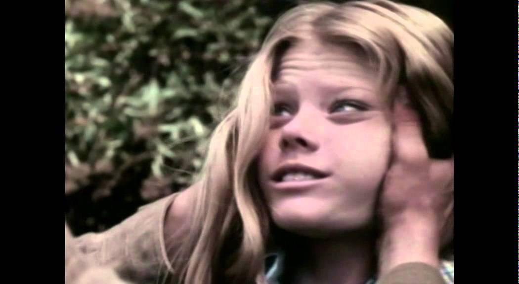 Filmjunkienes Skrekktips 2014 #06 The Little Girl Who Lives Down ...