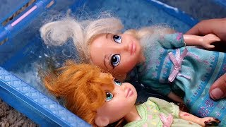 NEWWW!  ELSA AND ANNA TODDLERS GO SWIMMING !!!!