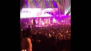 Bercy 2016 | Wally Seck rend hommage à Youssou Ndour