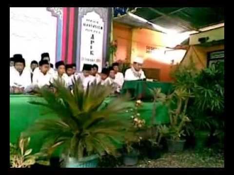 03. Pondok  Pesantren Apik  Kesugihan Cilacap 2011 ( Suasana Haul Pp.apik 2011 ) Asubhubada video